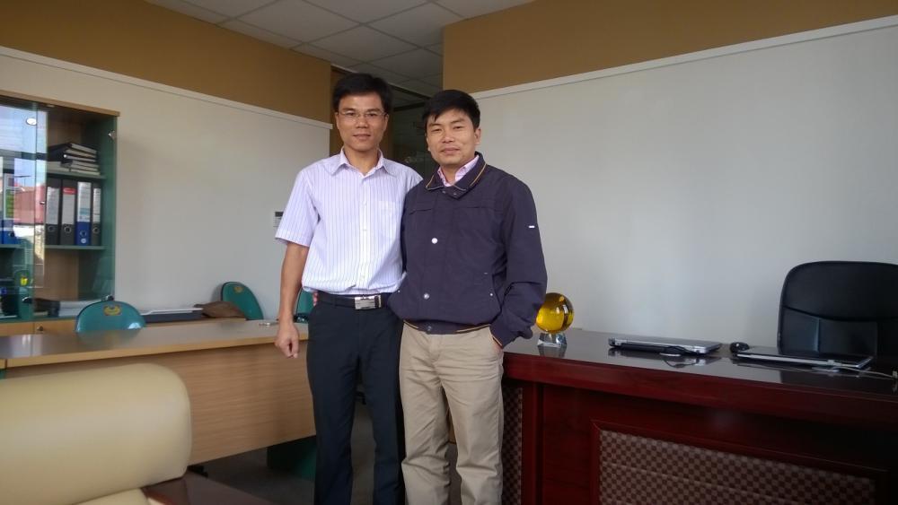 Ảnh: Ông Nguyễn Tiến Vinh - Phó TGĐ Tổng Công ty Giấy Việt Nam thăm và làm việc với Công ty TNHH Hóa chất Alpha Việt Nam